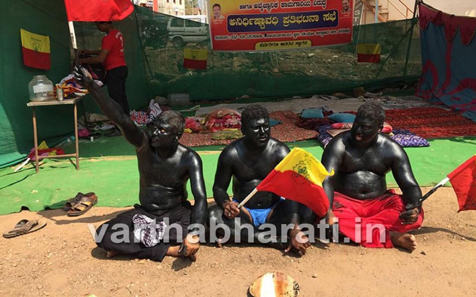 Karnataka: Farmers stage half-naked protest; demand