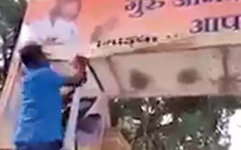 Pro-Kannada activists gets bail in Hindi banner cutout case