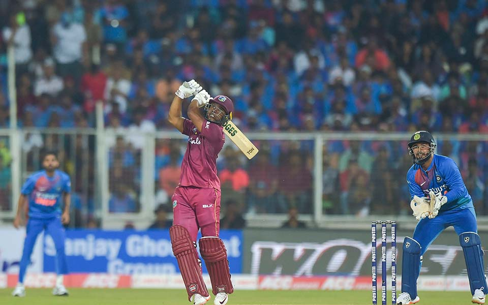 West Indies beat India by 8 wickets in 2nd T20I; levels series 1-1