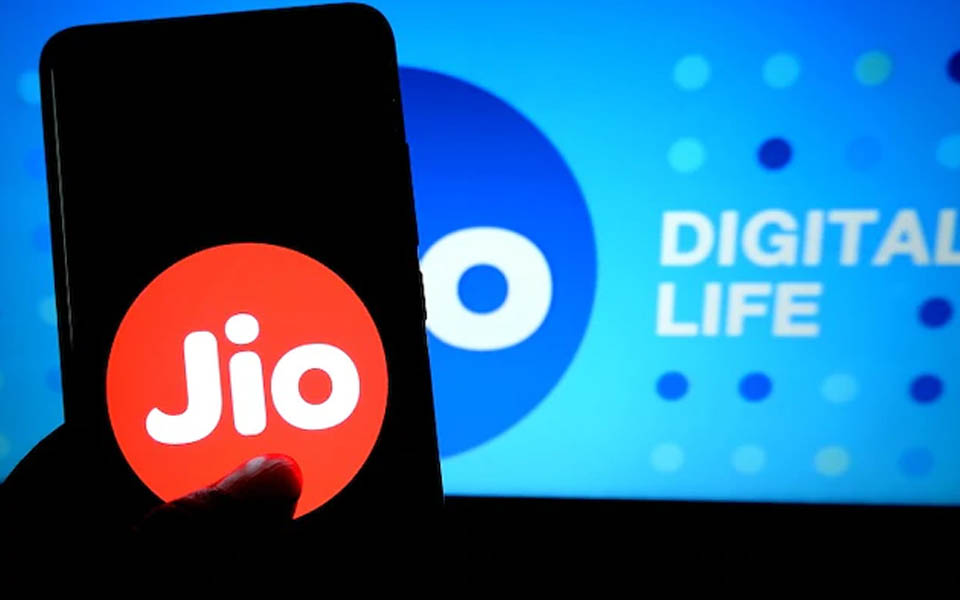 Shocking news for customers: Jio to charge 6 paise per minute for outgoing calls to Airtel, Vodafone